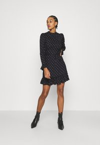 Miss Selfridge - DITSY SMOCK DRESS - Denní šaty - black - 1
