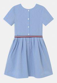 Tommy Hilfiger - BOX PLEAT DRESS - Robe chemise - calm blue - 1