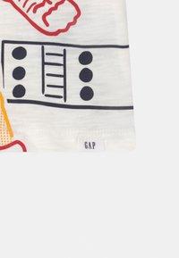 GAP - TODDLER BOY GRAPHIC - Print T-shirt - new off white - 2