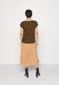 Soyaconcept - SC-KRISTA 2 - Print T-shirt - brown - 2