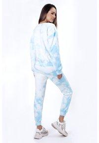 Sixty Ninety - OMBRE TIE DYE - Pantaloni sportivi - blue - 2