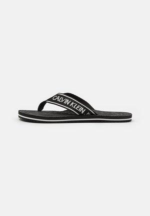 BEACH INSTITUTIONAL - Sandály s odděleným palcem - black