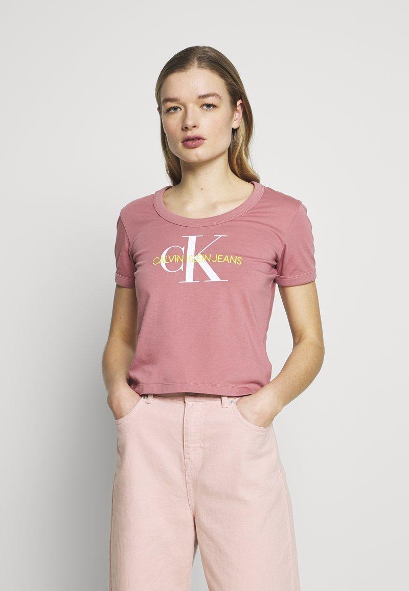 Calvin Klein Jeans - VEGETABLE DYE MONOGRAM BABY TEE - Print T-shirt - brandied apricot