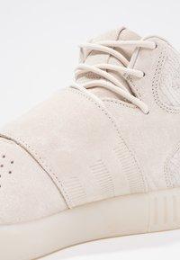 adidas Originals - TUBULAR INVADER - Höga sneakers - clear brown/chalk white - 5