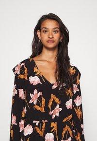 Vero Moda - VMBETTY SHORT DRESS - Kjole - black - 3