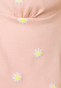 ONLY - ONLFENJA LIFE  - Print T-shirt - strawberry cream - 2