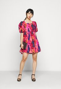 Never Fully Dressed Petite - WHO RUN THE WORLD MINI DRESS - Korte jurk - pink - 1
