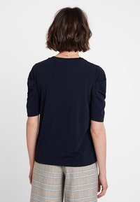 InWear - PERLA PLEAT SLEEVE - T-shirt imprimé - marine blue - 2