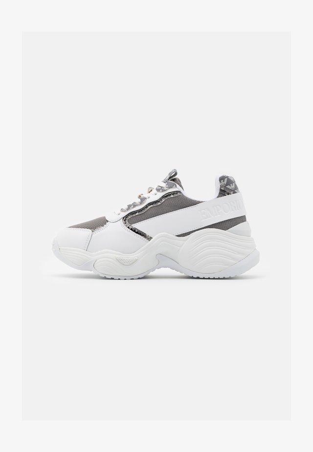 Baskets basses - antracite/grey/white