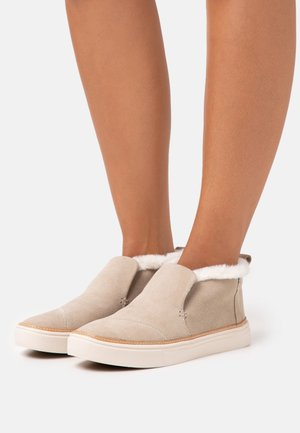 PAXTON - High-top trainers - taupe
