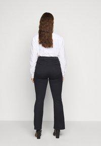 Vero Moda Curve - VMMARIA  - Flared jeans - black - 2