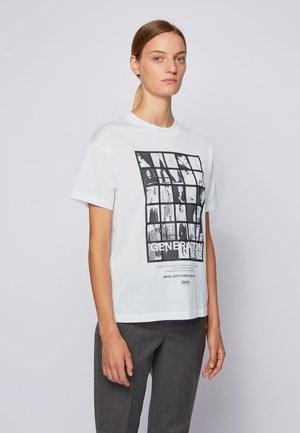 EVICA - Print T-shirt - natural