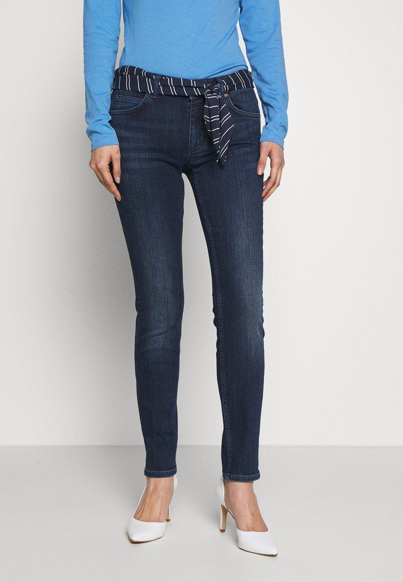 Marc O'Polo - DENIM TROUSER MID WAIST SLIM LEG REGULAR LENGTH BELT SCARF - Slim fit jeans - dark blue wash