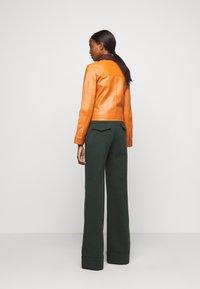 Victoria Victoria Beckham - PANNEL JACKET - Leather jacket - congac brown - 2