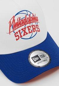 New Era - NBA TRUCKER - Cap - blue/white - 6