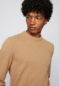 BOSS - KONTREAL - Stickad tröja - beige - 3