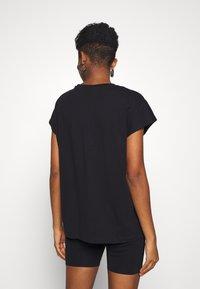 Weekday - BREE - Basic T-shirt - black - 2