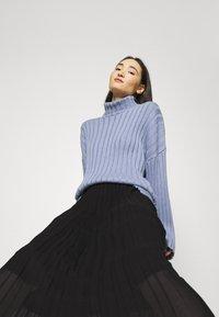 Monki - LAURA PLISSÉ SKIRT - A-line skirt - black dark - 4