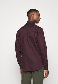 Selected Homme - SLHSLIMNEW MARK - Zakelijk overhemd - winetasting/black - 2