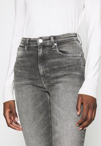 Calvin Klein Jeans - HIGH RISE SKINNY ANKLE - Jeansy Skinny Fit - grey embro - 4