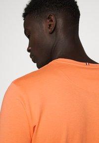 Les Deux - ENCORE  - Print T-shirt - dark papaya/dark navy - 3