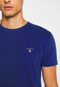 GANT - THE ORIGINAL - T-shirt - bas - crisp blue - 5