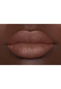 Nyx Professional Makeup - SUEDE MATTE LIPSTICK - Pomadka do ust - 4 free spirit - 4