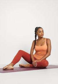 Nike Performance - THE YOGA LUXE TANK - Top - healing orange/apricot agate - 4