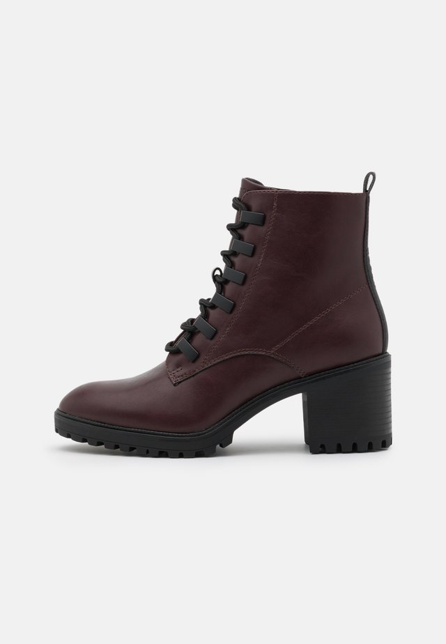 DENIA - Ankle boot - bordeaux red