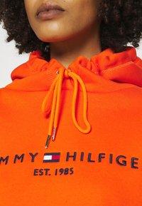 Tommy Hilfiger - HOODIE - Sweatshirt - princeton orange - 4