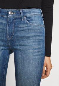ONLY - ONLCARMEN RAW - Jeans Skinny Fit - medium blue denim - 4
