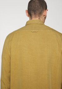 Filippa K - ZACHARY - Košile - khaki lime - 6