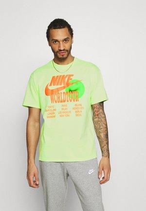 TEE WORLD TOUR - Print T-shirt - light liquid lime