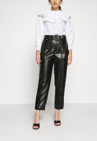 Missguided Petite - BELTED SEAM DETAIL TROUSER - Trousers - black - 0