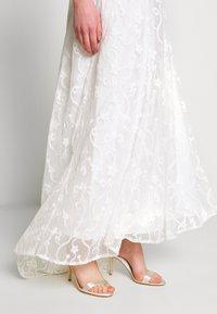YAS - YASANASTASIA TRAIN DRESS - Suknia balowa - star white - 4
