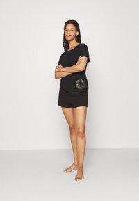 Calvin Klein Underwear - ICONIC LOUNGE SLEEP - Pyjamahousut/-shortsit - black - 1