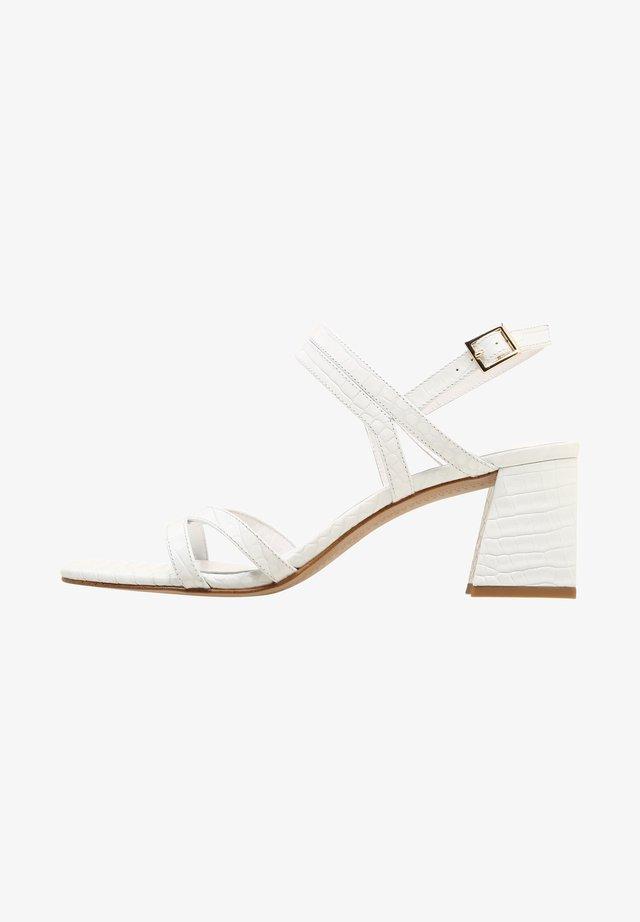 EMMA - Sandalen met hoge hak - white