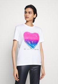 Coach - JELLO HEART - T-shirts print - white - 0