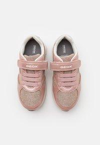 Geox - JENSEA GIRL - Sneakers basse - rose/white - 3