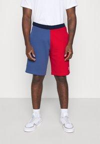 adidas Originals - BLOCKED UNISEX - Shorts - scarlet/crew blue - 0
