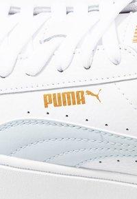 Puma - VIKKY STACKED - Baskets basses - white/plein air - 2