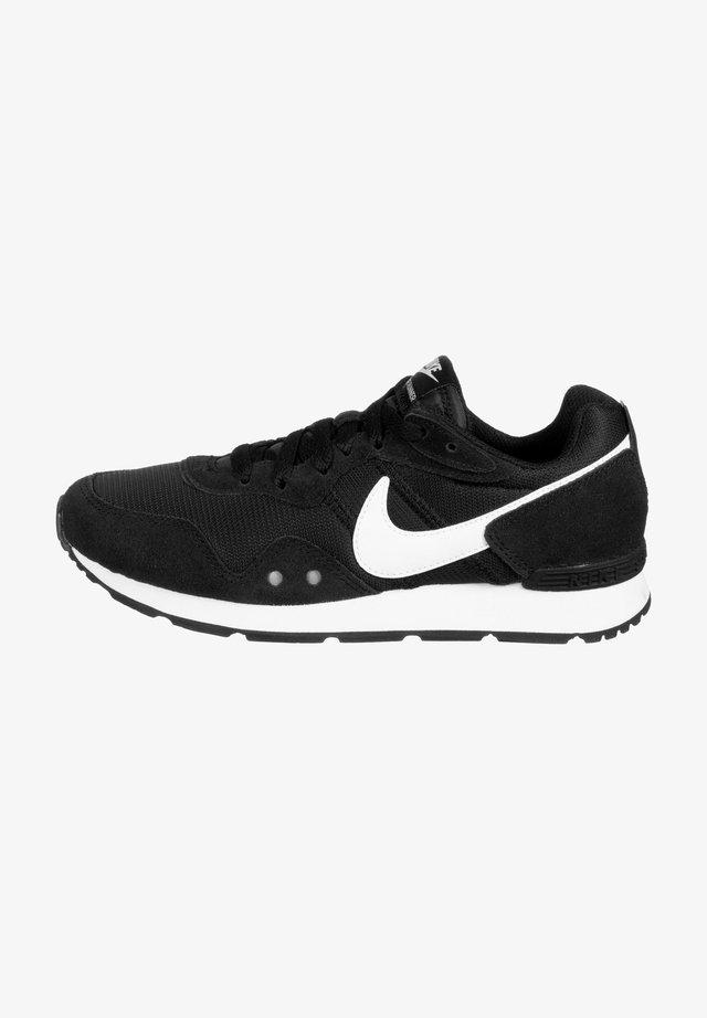 VENTURE RUNNER - Sneakers laag - black / white