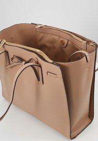 Seidenfelt - TONDER - Shopping bag - almond - 3