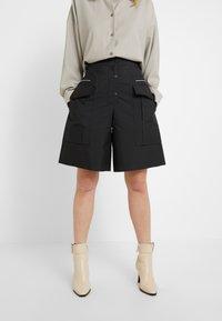 3.1 Phillip Lim - CARGO SHORT - Shorts - black - 0