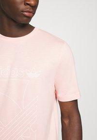 adidas Originals - TEE - Camiseta estampada - Pink - 5