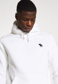 Abercrombie & Fitch - EXPLODED ICON POPOVER - Jersey con capucha - white - 4