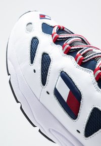 Tommy Jeans - HERITAGE RETRO  - Sneakers - white - 5