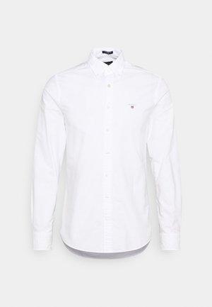 SLIM FIT LOGO DETAIL - Skjorta - white