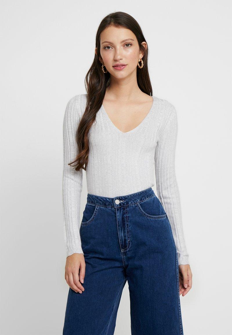 Miss Selfridge - KNOT BACK - Stickad tröja - grey exclusive
