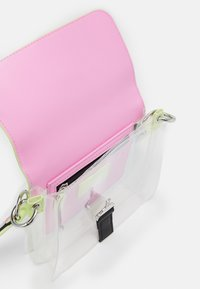 Tommy Jeans - ITEM FLAP CROSSOVER FADE - Across body bag - green - 2